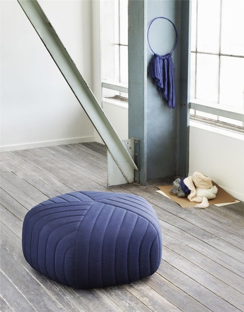 Her ses Five Pouf fra Muuto.